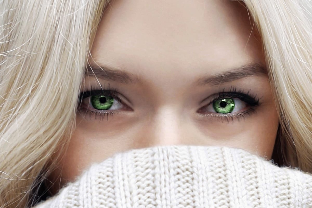 Model with green eyes and nice skin after color correction