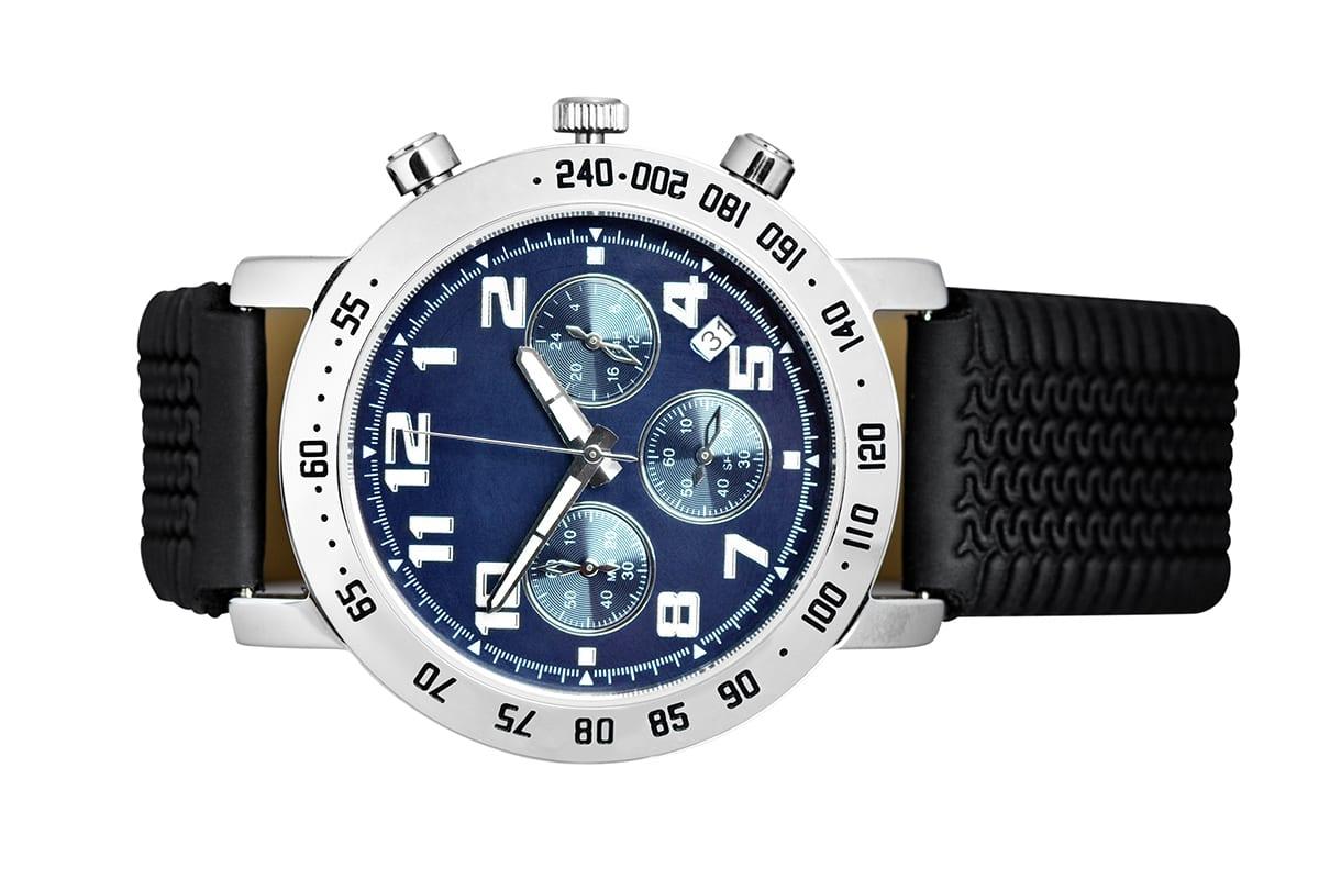Uhr freigestellt auf einem weissen Hintergrund | mit Freisteller Service